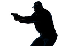 Polizist, der eine Pistole zielt Stockfotografie
