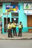 Polizisten in Banos, Ecuador Stockfoto