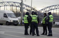 Polizisten in der Straße Lizenzfreies Stockfoto