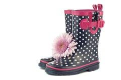 Polki kropki gumowi buty z kwiatem Zdjęcie Stock