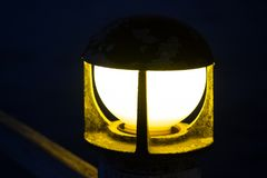 Pollarelampa med suddig bakgrund Royaltyfri Fotografi