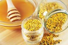 Pollen et miel Photographie stock libre de droits