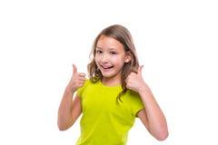 Pollice giusto di gesto sulla ragazza felice del bambino dell'iuta su bianco Immagine Stock
