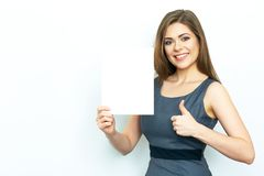 Pollice in su Bordo di pubblicità bianco sorridente della tenuta della donna di affari Immagine Stock