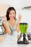Pollici felici della donna di verdure del frullato su Fotografia Stock Libera da Diritti