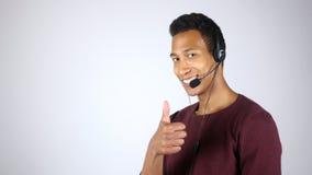 Pollici su dall'operatore di call center positivo, qualità di servizio di assistenza al cliente Immagini Stock