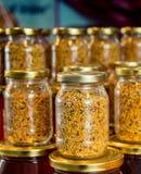 Polline dell'ape come alimento crudo organico sano in barattolo fotografia stock