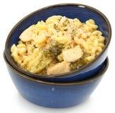 Pollo Alfredo con bróculi y macarrones. imagenes de archivo