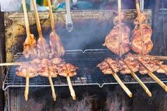 Pollo arrostito con fumo, un menu delizioso che facile da trovare nel mercato locale Immagine Stock