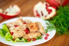 Pollo arrostito con i semi del melograno Fotografia Stock
