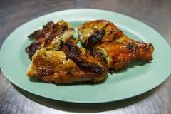 Pollo arrostito del girarrosto del BBQ del pollo in piatti Fotografia Stock