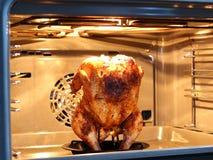 Pollo arrostito nel forno immagini stock