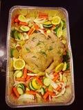 pollo arrostito sopra le verdure Immagine Stock