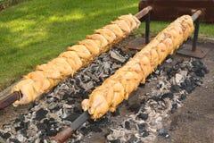 Pollo arrostito su uno sputo Fotografia Stock