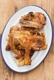 Pollo arrostito sul piatto bianco Fotografie Stock Libere da Diritti