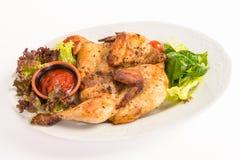 Pollo arrostito sul piatto con insalata Fotografia Stock Libera da Diritti