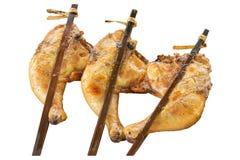 Pollo arrostito in un fondo bianco isolato Immagine Stock
