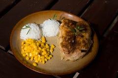 Pollo arrosto con riso e cereale Fotografie Stock Libere da Diritti