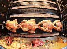 Pollo arrosto dello sputo fotografia stock