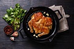 Pollo arrosto fritto arrostito Tabaka in padella fotografia stock libera da diritti