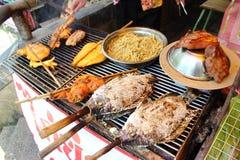 Pollo asado, cerdo asado, pescado asado a la parrilla Fotografía de archivo
