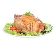 Pollo asado de la acción de gracias en una placa adornada con la ensalada Fotografía de archivo libre de regalías