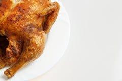 Pollo asado a la parilla en una placa Imagen de archivo