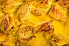 Pollo caliente delicioso del curry con ajo imagen de archivo