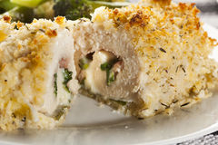 Pollo casalingo impanato cordon bleu Fotografie Stock Libere da Diritti
