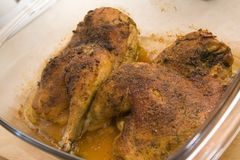 Pollo cocido al horno Imágenes de archivo libres de regalías