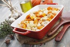 Pollo cocido con la calabaza Imagen de archivo libre de regalías