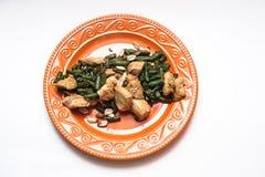 Pollo cocido con las habas verdes Foto de archivo libre de regalías