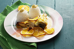 Pollo cocido con las naranjas Foto de archivo libre de regalías