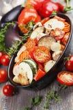 Pollo cocido con las verduras Fotos de archivo