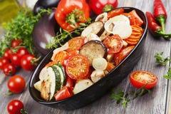 Pollo cocido con las verduras Imagen de archivo