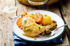 Pollo cocido con las verduras Foto de archivo
