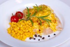 Pollo cocido con los huevos y el maíz Imagenes de archivo