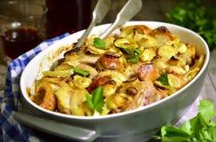 Pollo cocido con pan y la cebolla Fotografía de archivo libre de regalías