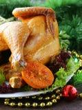 Pollo cocido para la cena festiva, la Navidad Fotografía de archivo