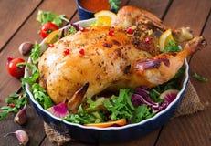 Pollo cocido relleno con el arroz para la Navidad Fotografía de archivo