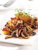 Pollo con i funghi e l'aglio Fotografia Stock
