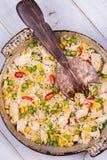 Pollo con il ¡ Orn del riso, dei piselli, di Ð ed i peperoncini rossi Fotografia Stock