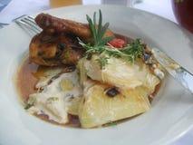 Pollo con la ensalada de patata Foto de archivo libre de regalías