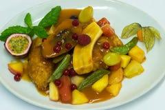 Pollo con la frutta Immagine Stock