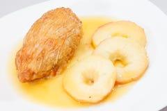Pollo con la manzana Imagen de archivo