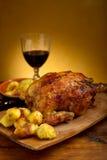Pollo con las patatas asadas Imagen de archivo
