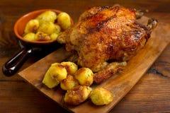 Pollo con las patatas asadas Imagen de archivo libre de regalías