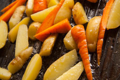 Pollo con las verduras fritas Foto de archivo libre de regalías