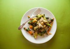 Pollo con las verduras fritas Imagenes de archivo