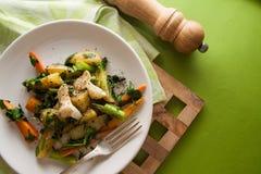 Pollo con las verduras fritas Imagen de archivo